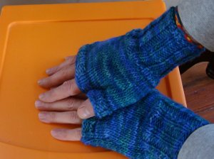 Fingerless Gloves Knitting Pattern Instruction Image