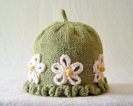 088bdcd317e Hat with Daisy Flower Knitting Pattern Picture