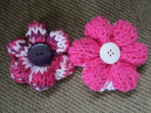 Simple Knit Buttoned Flower Pattern Photos