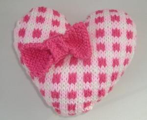 Shabby Chic Gingham Heart Knitting Pattern Photo