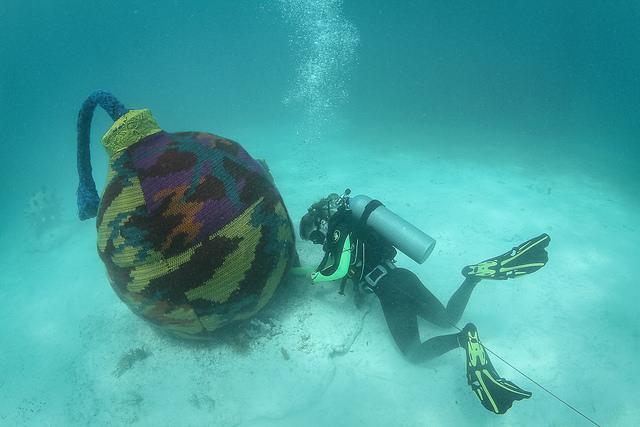 underwater yarnbombing