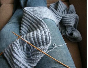 knitting a scarf